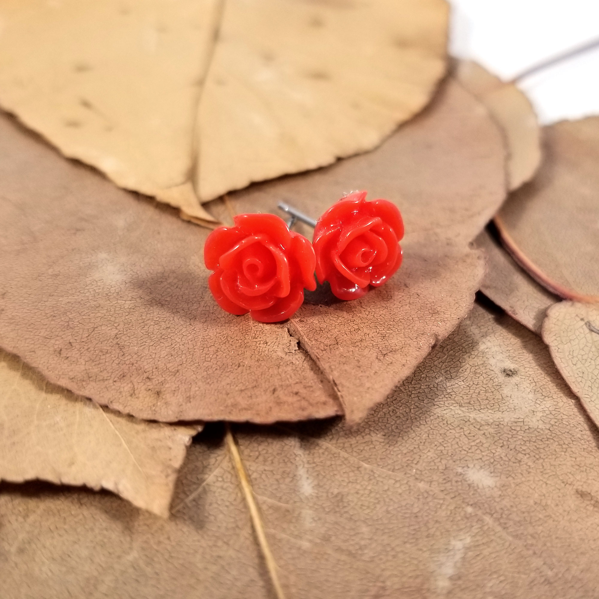 EA028ROSE_KawaiiRoseEarrings_ByWildeDesigns_Red04