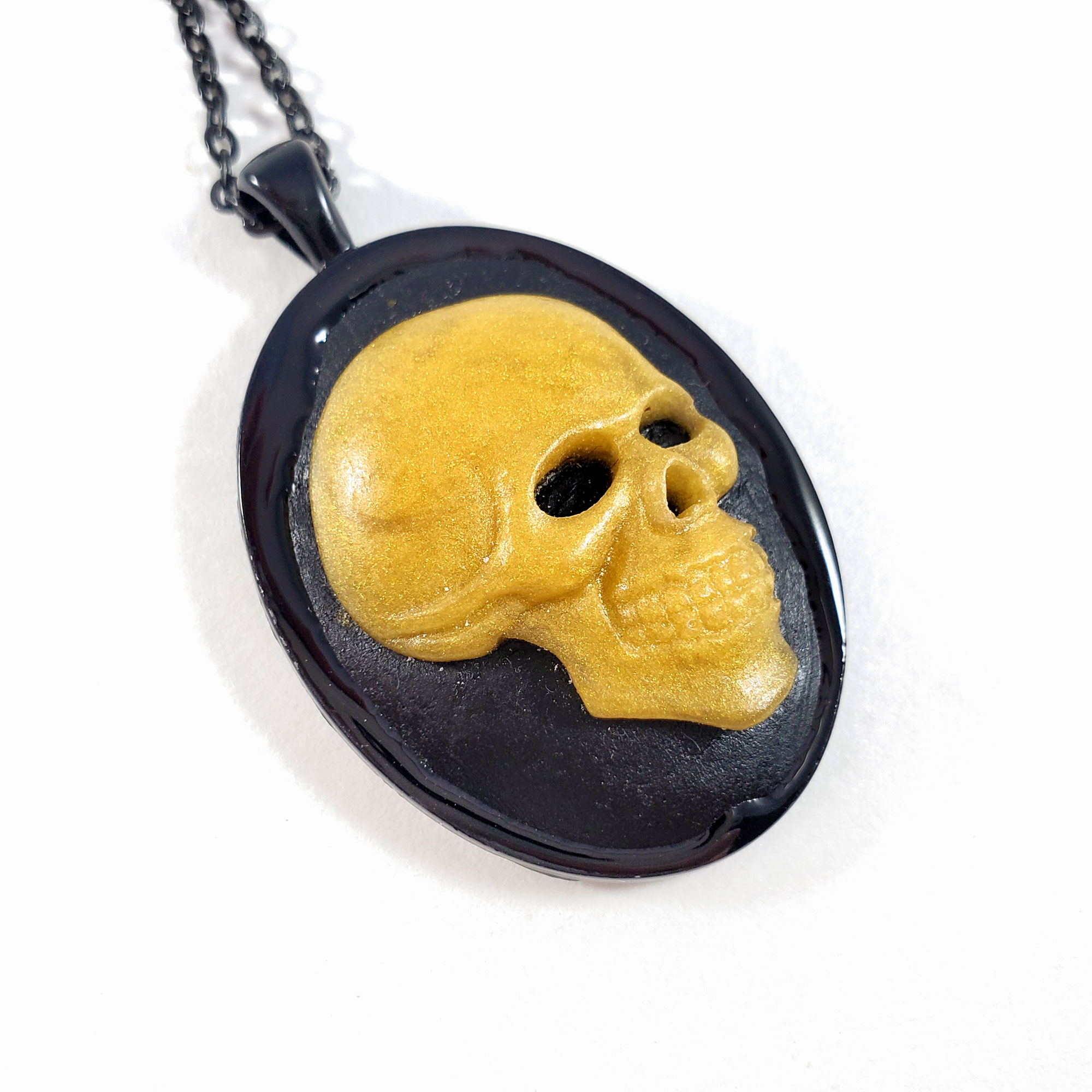 NE223DH_GoldDeathsHeadCameoNecklace_ByWildeDesigns_01