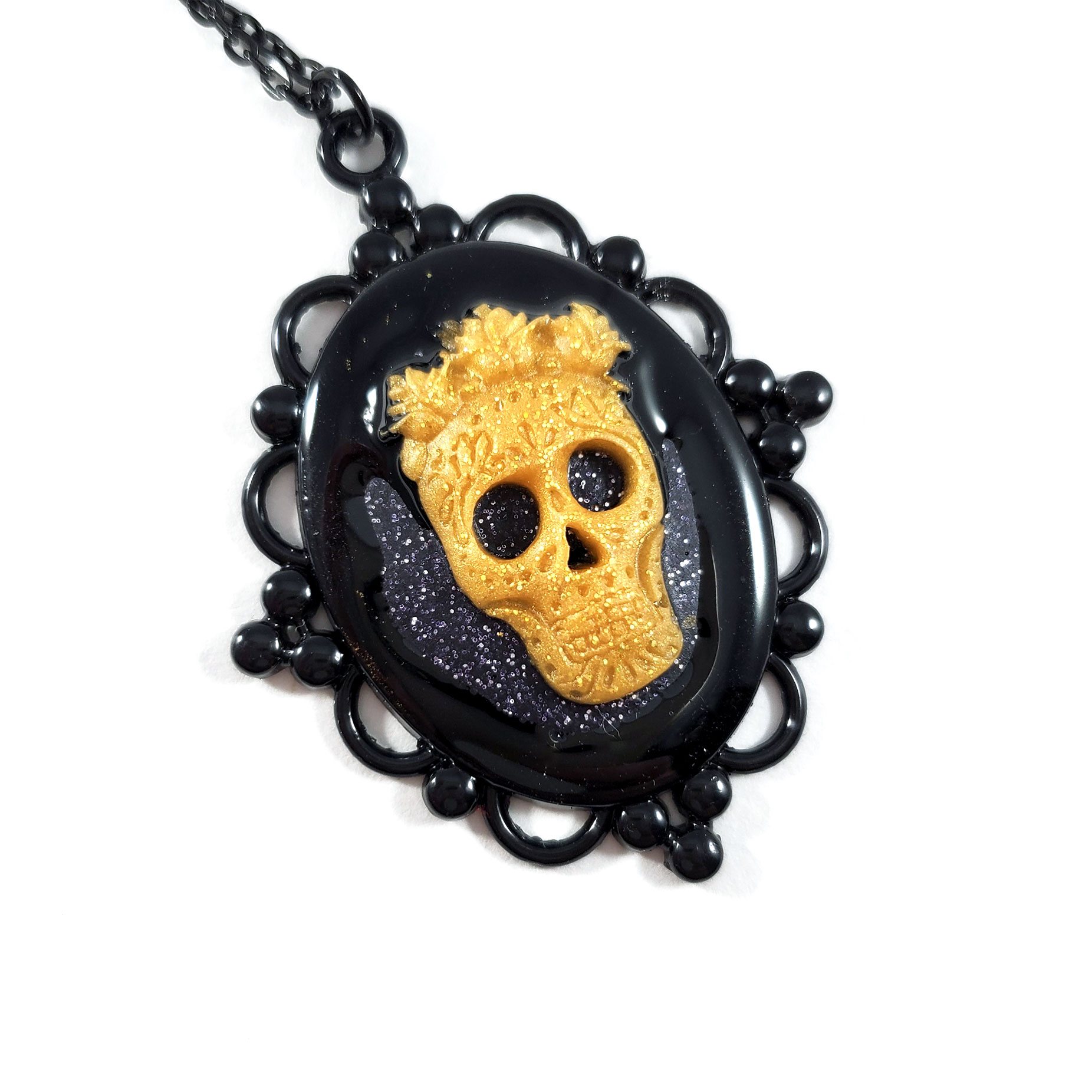 NE324CD_CreepingDarknessCameoNecklace_ByWildeDesigns_03
